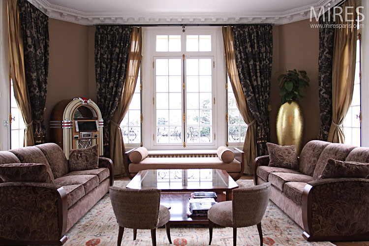 French bourgeois lounge. C0472