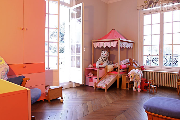 Chambre de petite fille c0472 mires paris for Petite chambre fille