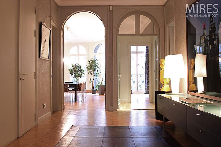 Parisian entrance. C0487