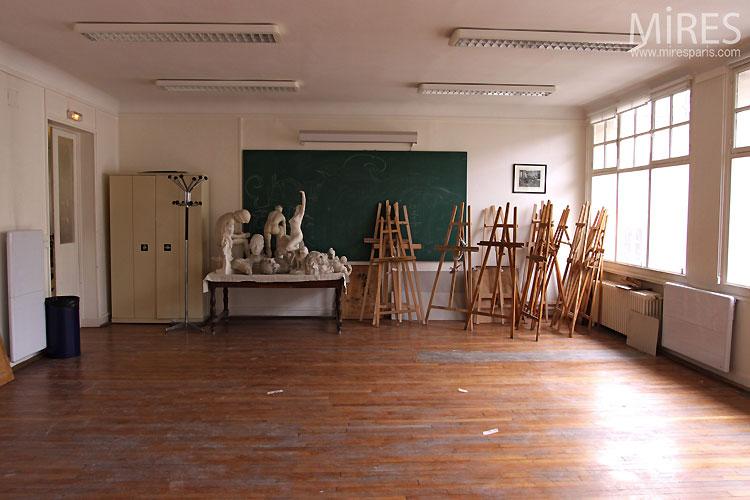 Salle de classe et chevalets. C0519