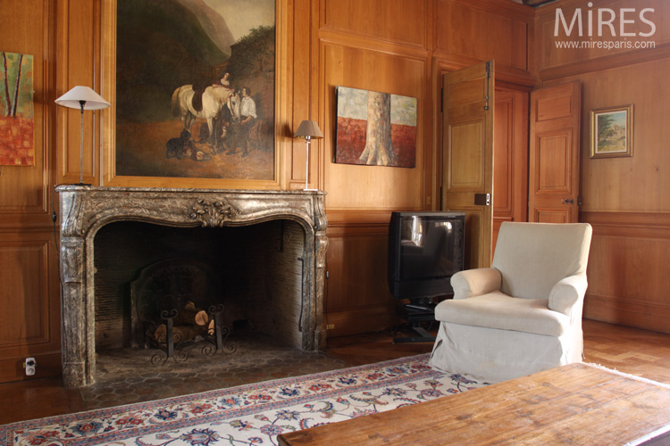 Panelled living room with white piano. C0573
