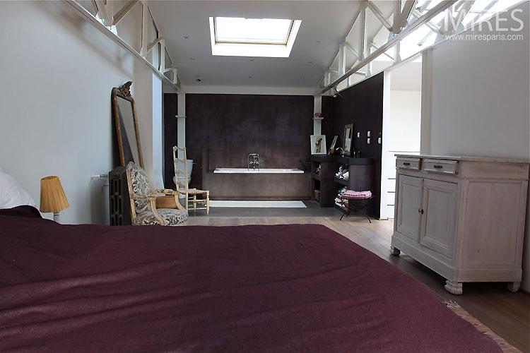 Bedroom and open bathroom. C0507