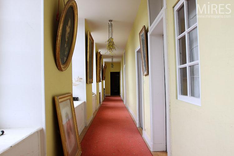 couloir bleu couloir jaune c0545 mires paris. Black Bedroom Furniture Sets. Home Design Ideas