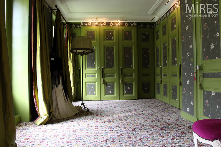 The large green bedroom. C0532