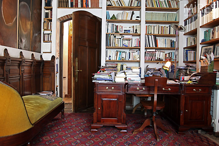 Authentic office and library. C0530