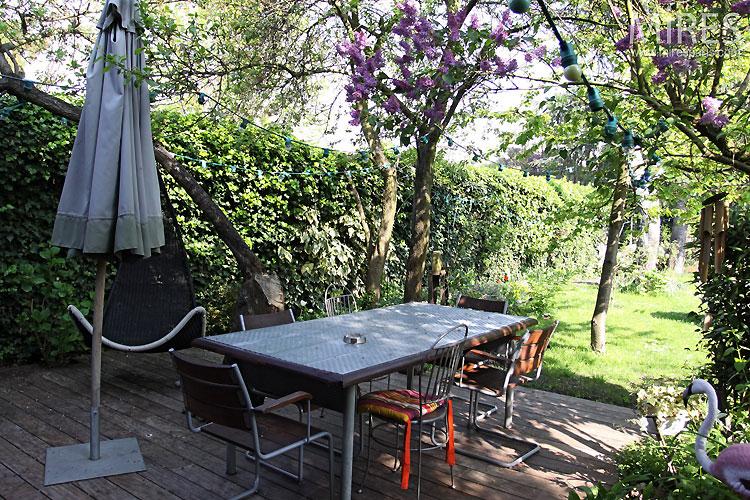 Garden and terrace. C0540