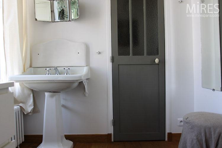 Salle de bains rétro. C0548 | Mires Paris