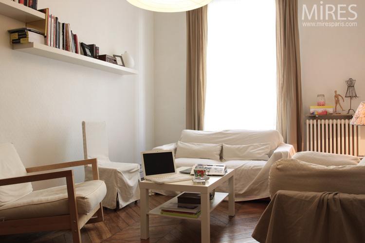Un Petit Salon Tout En Beige Et Blanc C0599 Mires Paris