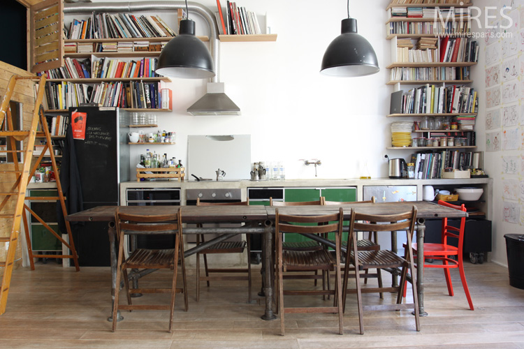 A simple kitchen-library. C0563
