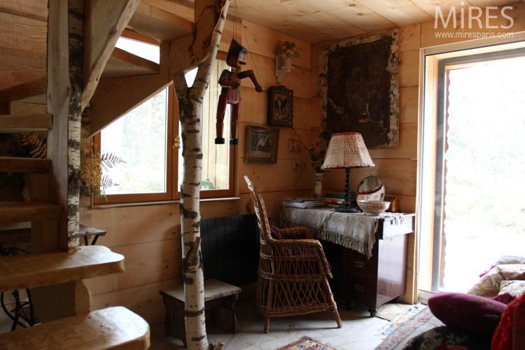 Palier et accès à une mini-chambre. C0628