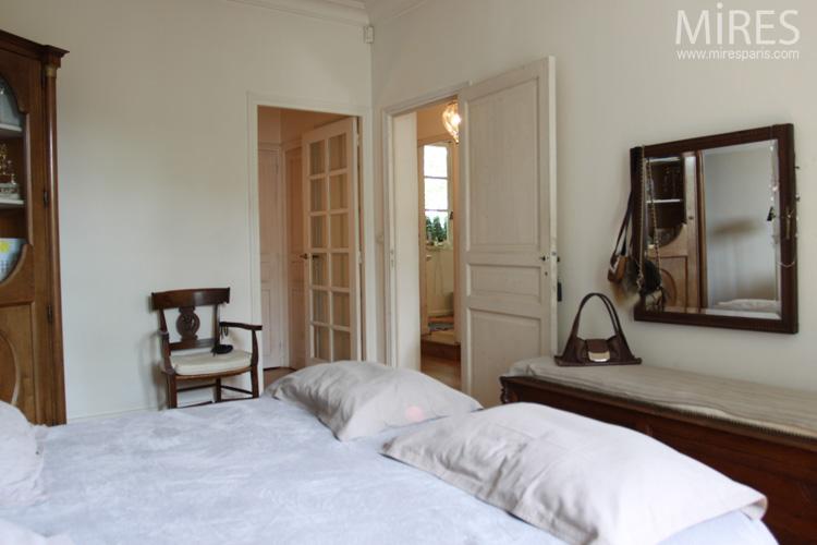 Une petite chambre sereine. C0578
