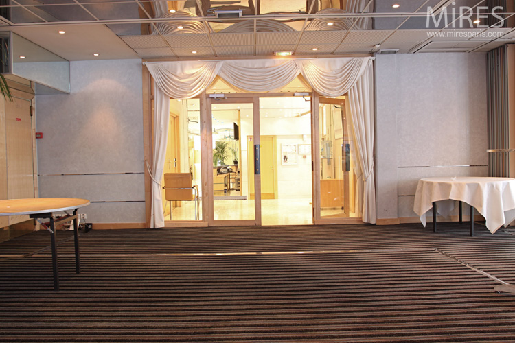 A reception hall fully equipped. C0579