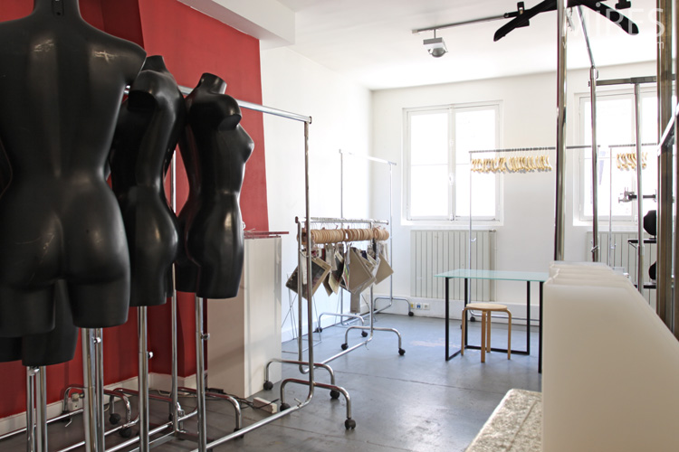 Le bureau d'un showroom de mode. C0576