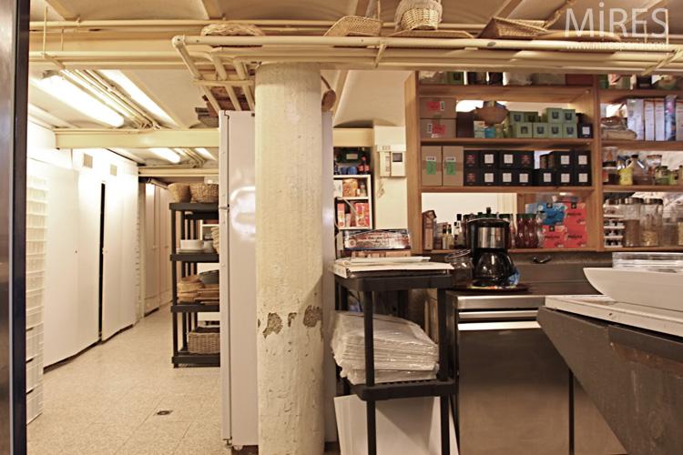 une cuisine pro en sous sol c0591 mires paris. Black Bedroom Furniture Sets. Home Design Ideas