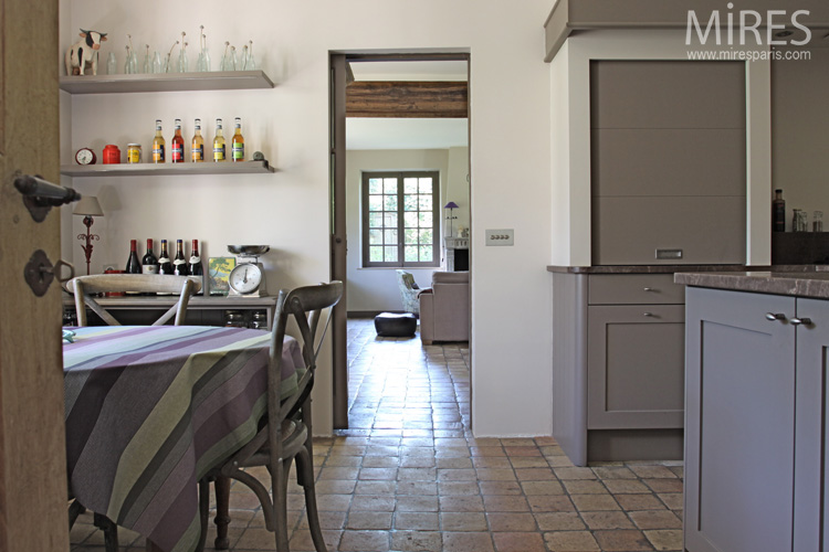 an ordered country kitchen. C0590