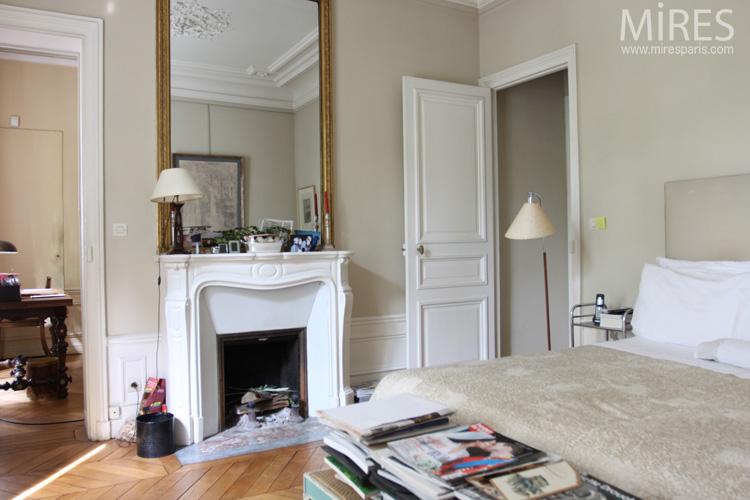 Une chambre en camaïeu beige. C0574