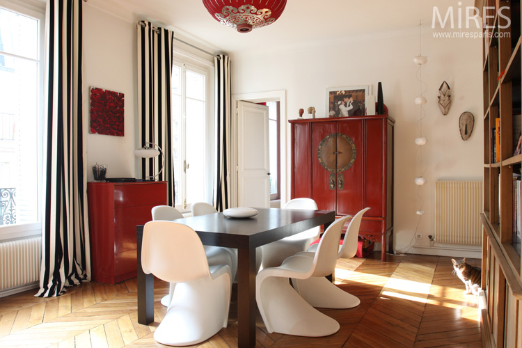 Armoire chinoise rouge noir et blanc c0603 mires paris for Salle a manger noir et rouge