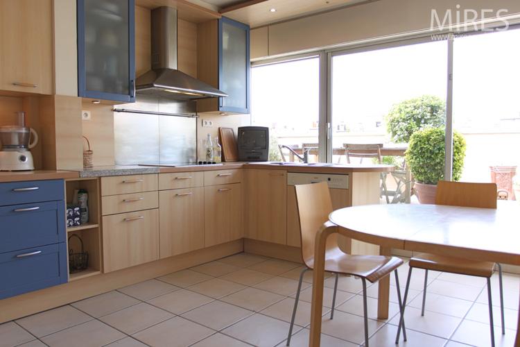 Grande cuisine bois clair c0589 mires paris - Cuisine en bois clair ...