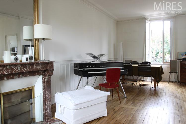 Piano numérique, ambiance noir blanc rouge. C0559