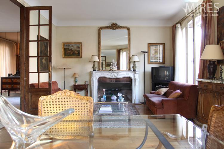 Buffet trois corps ancien, tables en verre, couleur vieux rose. C0577