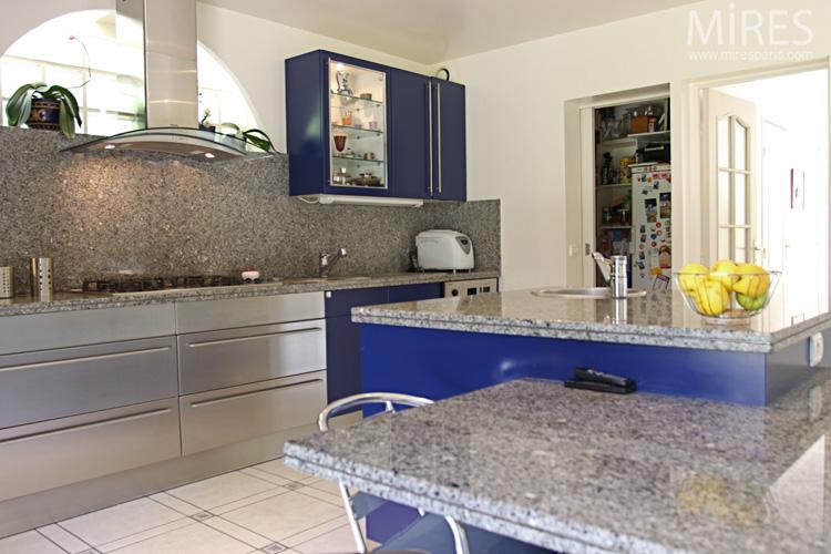 peinture bleu nuit chambre solutions pour la d coration int rieure de votre maison. Black Bedroom Furniture Sets. Home Design Ideas