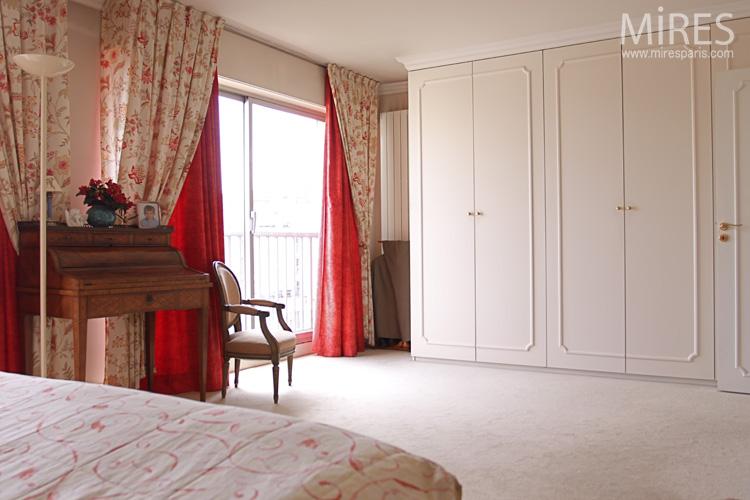 paris with chambre romantique rouge. Black Bedroom Furniture Sets. Home Design Ideas