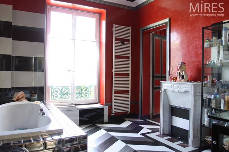 Black, white, red Kitsch. C0556