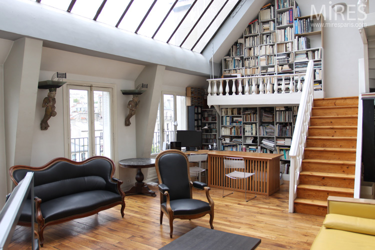 Large glass roof and library mezzanine. C0594