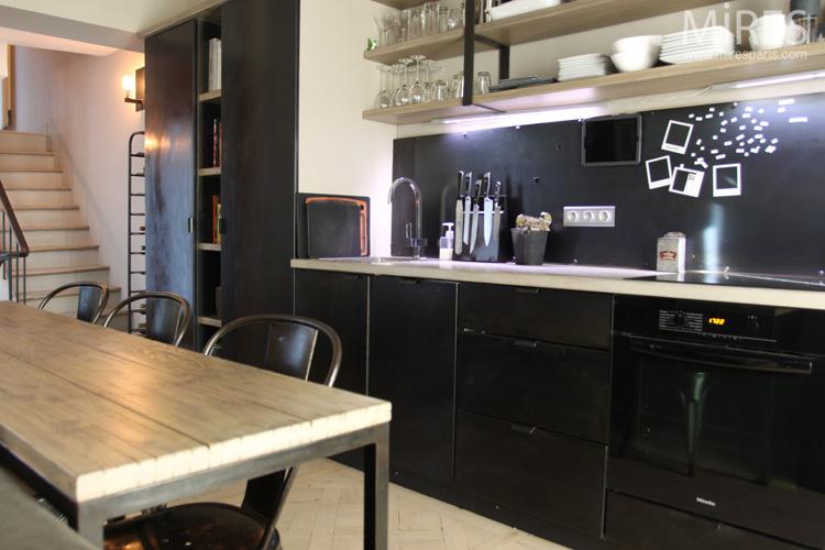 Une cuisine en noir et blanc. C0626 | Mires Paris