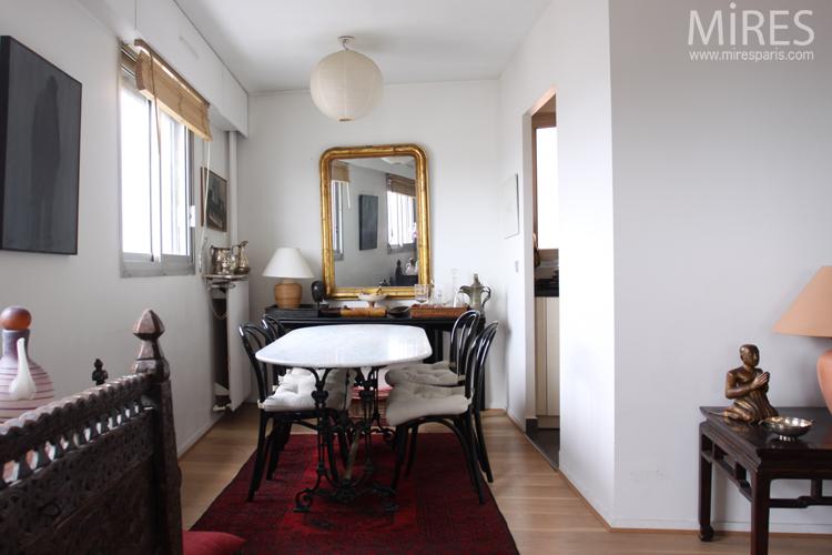 Table en marbre et console noire. C0627