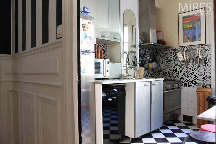 Cuisine, carrelage damier. C0639
