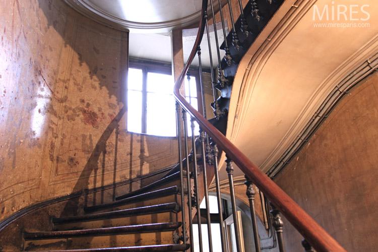 Haussmannian backstairs. C0673