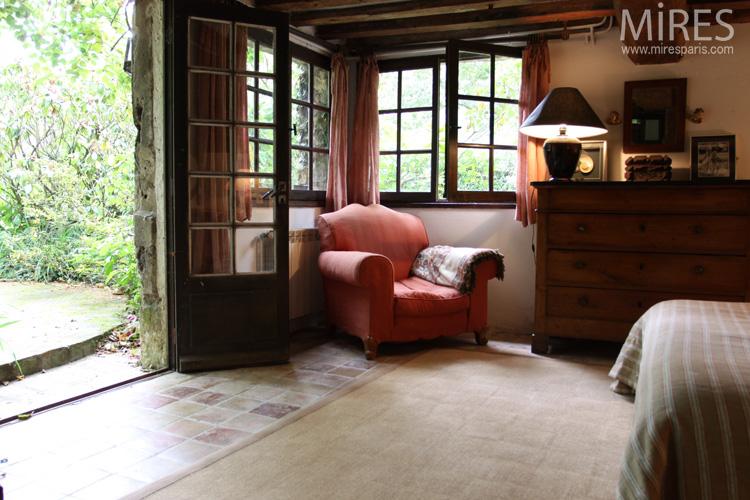 Confort rustique de plain-pied avec le jardin. C0571