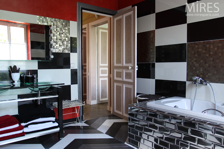salle de bain blanc noir et rouge. Black Bedroom Furniture Sets. Home Design Ideas