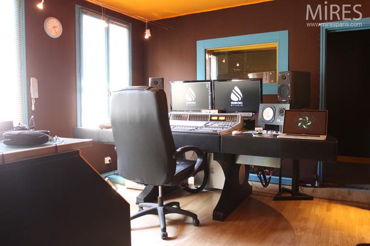 Salle denregistrement de mixage et de mastering. c0598 mires paris