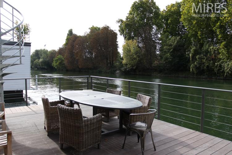 Terrasse sur la Seine. C0624