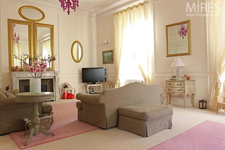 Miroirs dorés, ambiance beige rose. C0638