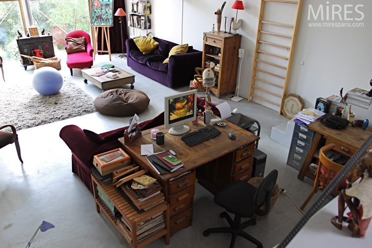 One room to live and work. C0616