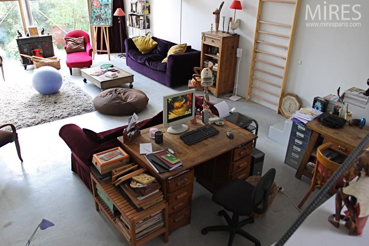 Une pièce à vivre et à travailler. C0616