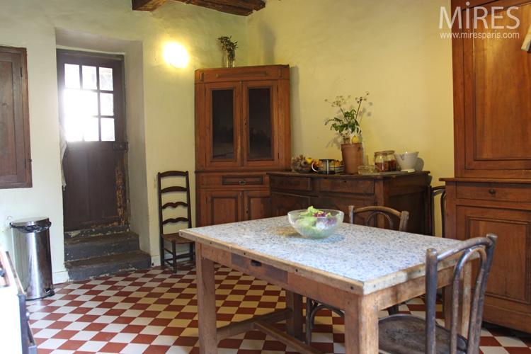 Une cuisine typiquement campagnarde c0625 mires paris for Photos cuisine campagnarde