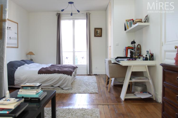 Chambre salon avec un mur de briques brunes c0643 mires for Mur brique salon