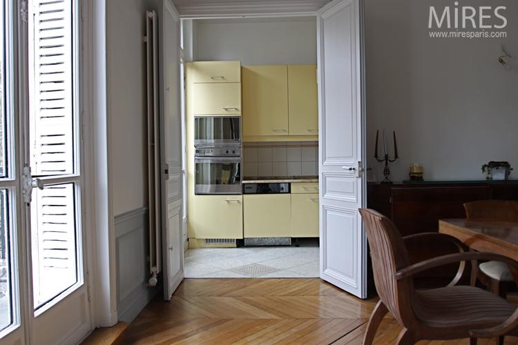 Jaune Pâle Et Table En Marbre Encastrée C0632 Mires Paris