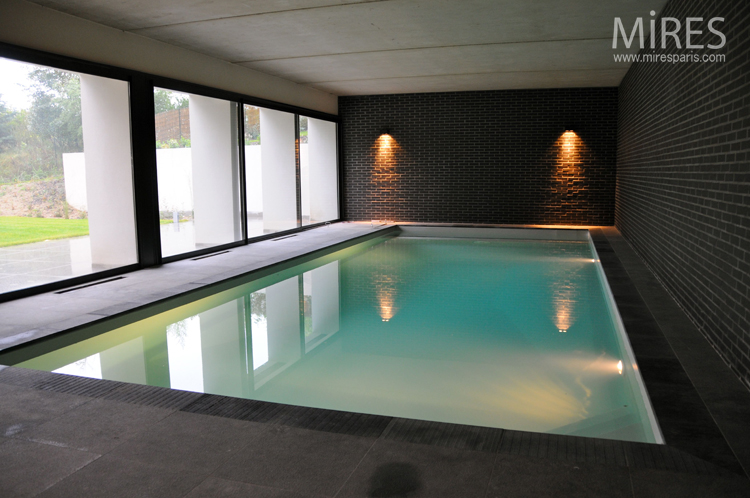 Piscine int rieure mires paris for Piscine d interieur