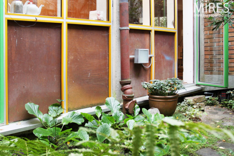 Small inner garden. C0655