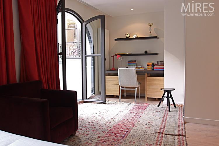 chambre avec coin bureau et terrasse c0659 mires paris. Black Bedroom Furniture Sets. Home Design Ideas
