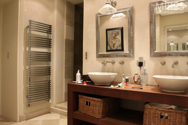 deux vasques sur meuble en bois ambiance beige c0667 mires paris. Black Bedroom Furniture Sets. Home Design Ideas