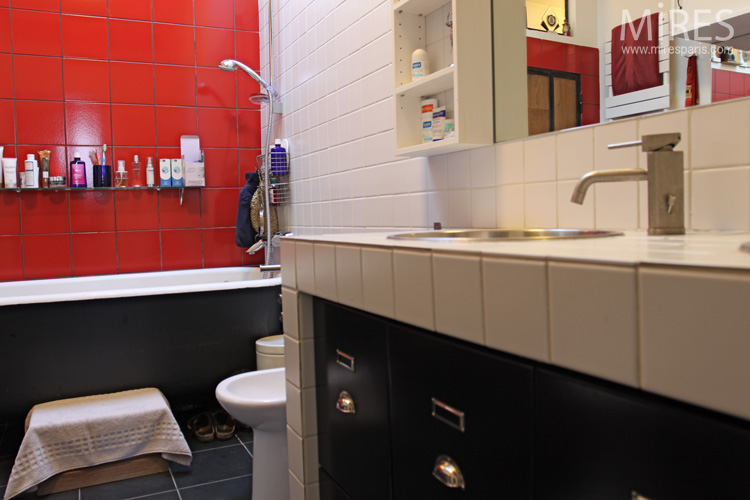 Red, black, white bathroom. C0670