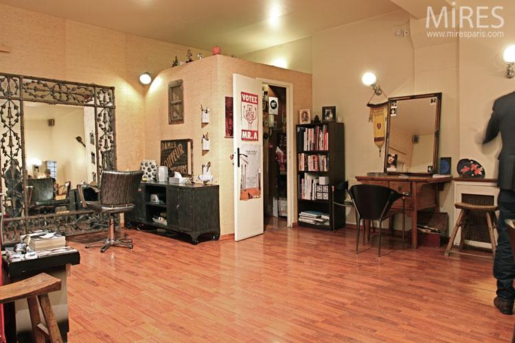 Salon de coiffure à l\'ambiance vintage. C0666 | Mires Paris