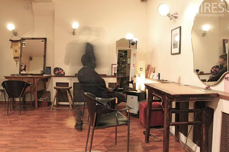 Salon De Coiffure Retro : Salon de coiffure à l ambiance vintage c mires paris