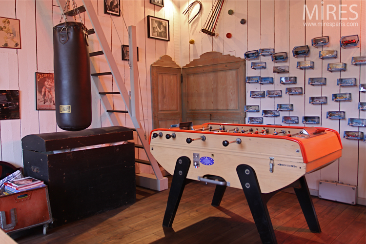 Bar, billiard table and punching bag. C0678